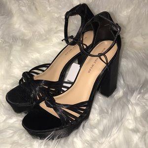 Black knot platform heeled pumps
